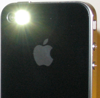 turn off iphone flashlight turn your iphone 4 led flash into a flashlight 2278