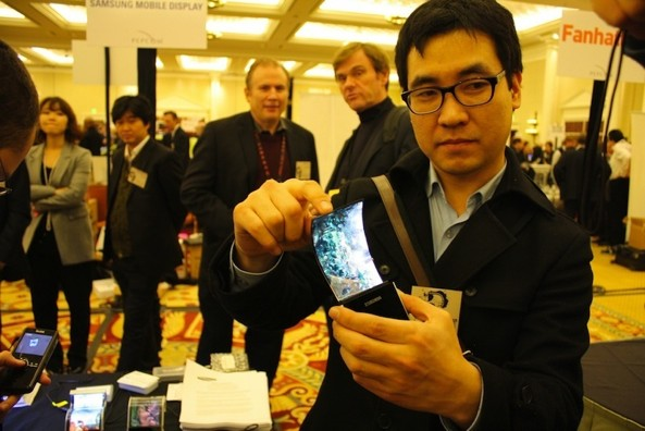 Samsung shows off flexible AMOLED at CES 2011