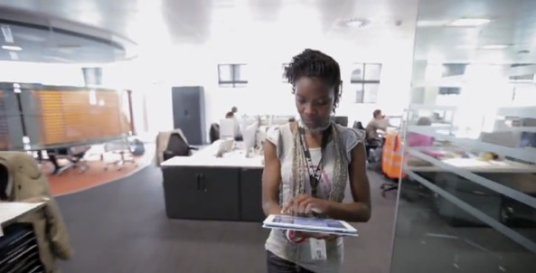 Apple recruiter video (African American woman walks holding iPad)