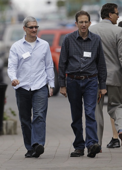 Tim Cook and Akamai CEO Paul Sagan