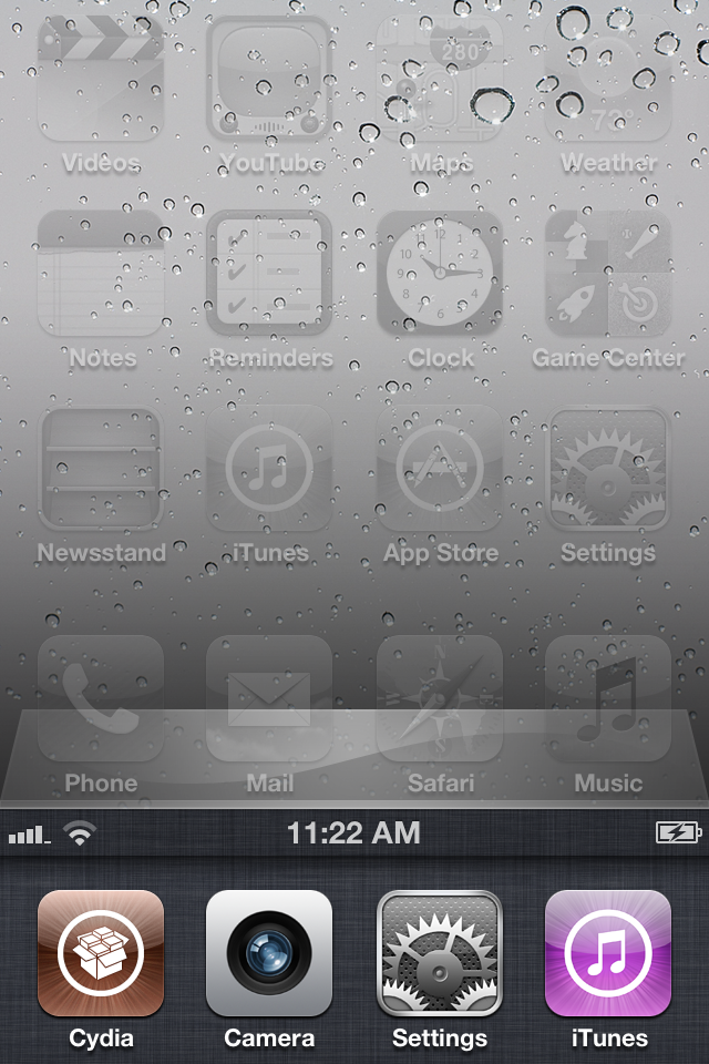 This jailbreak tweak places the status bar inside the app switcher