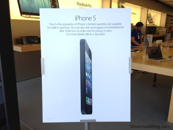 Apple Store iPhone 5 (sign quantities limited)