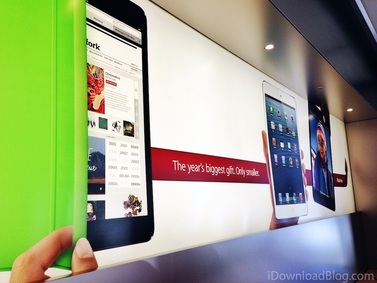 Apple store holiday 2012 banner (iPad mini)