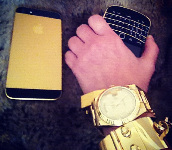 Kim Kardashian AnoStyle gold iPhone 5