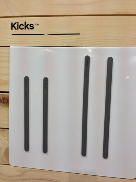 Bluelounge Kicks