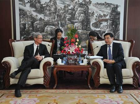 Tim Cook and Miao Wei