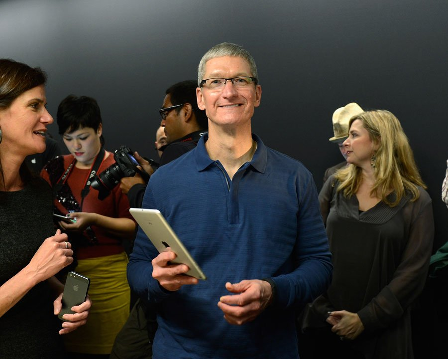 Tim Cook holds iPad (with Katie Cotton, Jacqui Cheng)