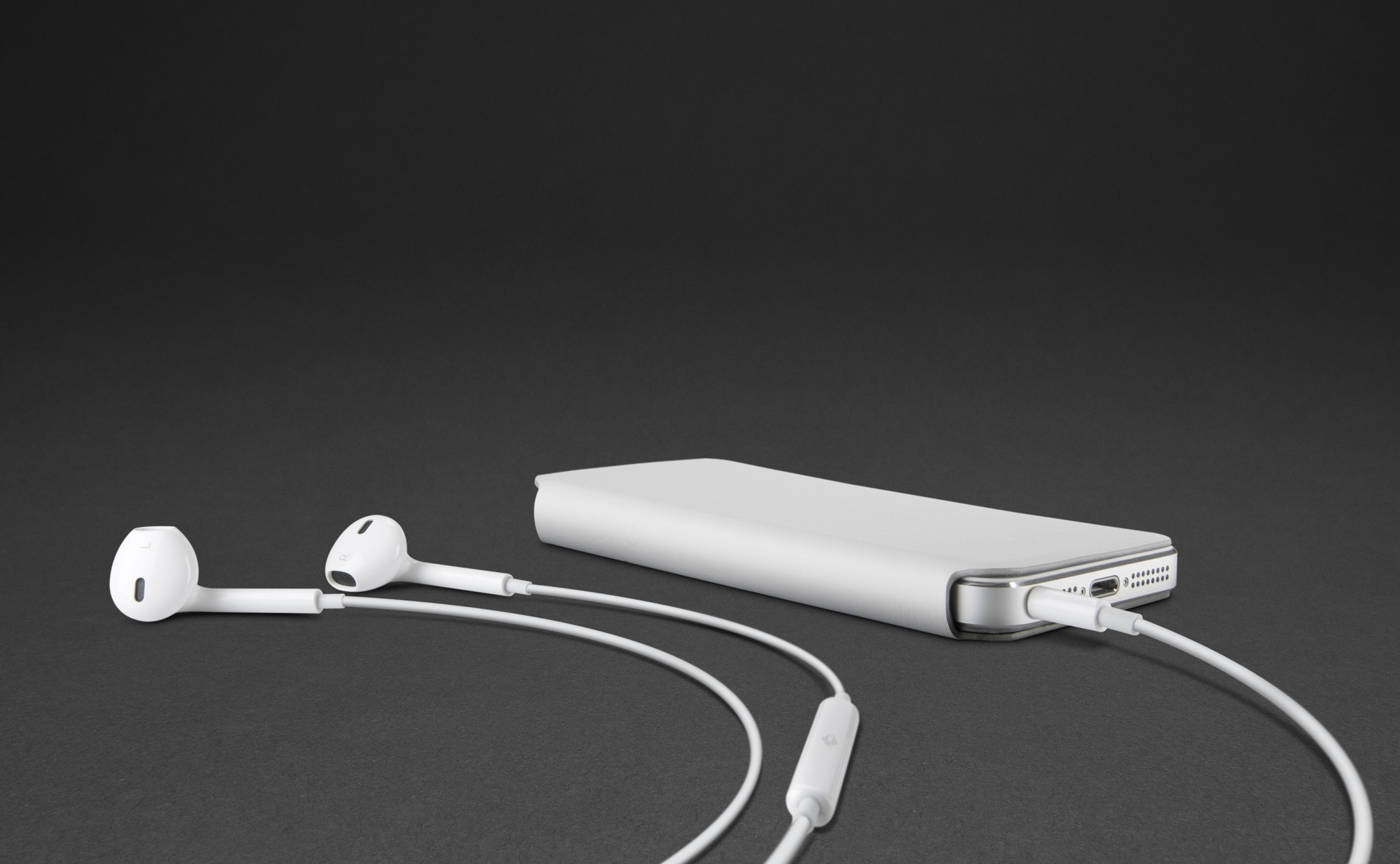 Twelve South SurfacePad (earpods)