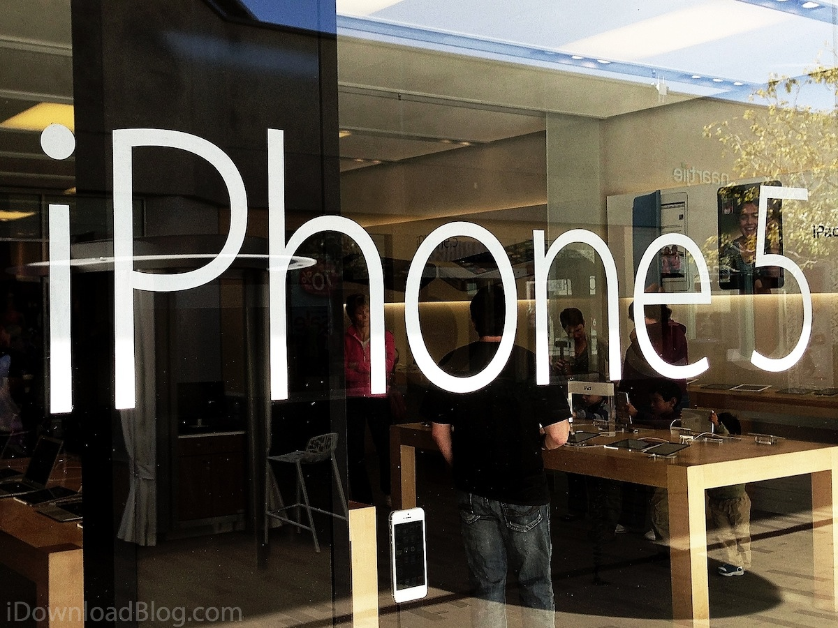 iPhone-5-Apple-Store-window-UTC-la-jolla