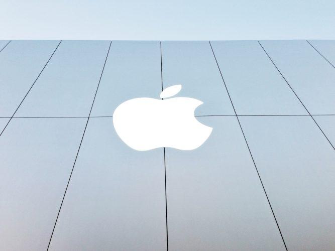 A student files a $1 billion lawsuit against Apple, saying facial recognition led to false arrest