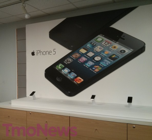 T-Mobile iPhone 5 store (TmoNews 001)