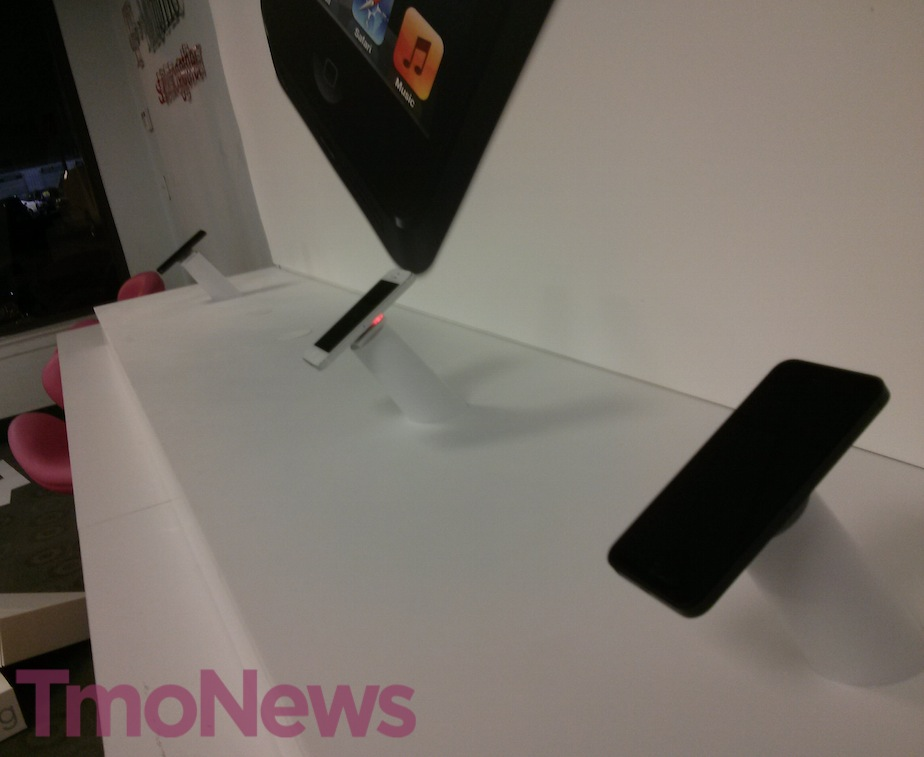 T-Mobile iPhone 5 store (TmoNews 002)