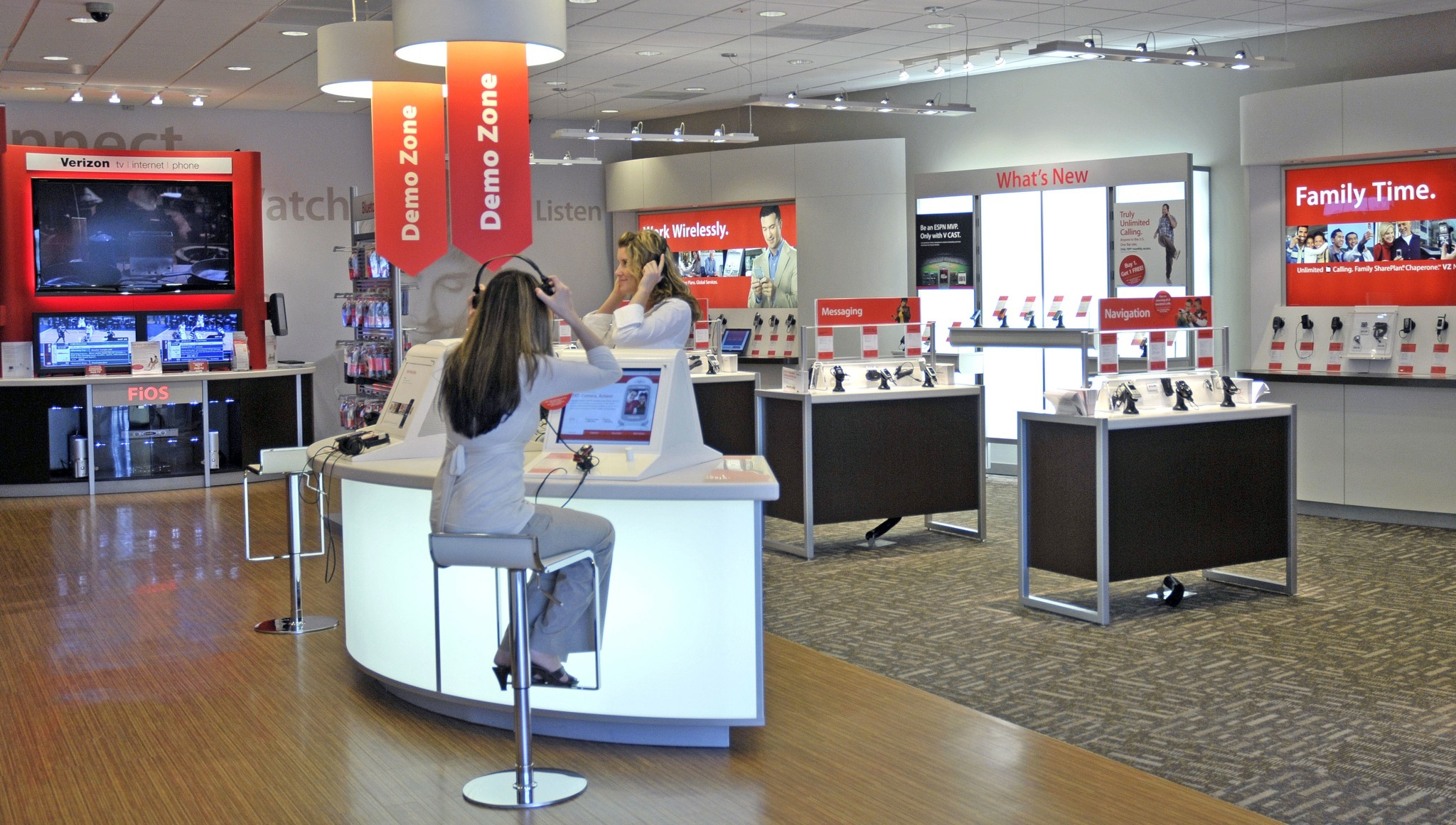 Verizon Wireless store (interior 001)