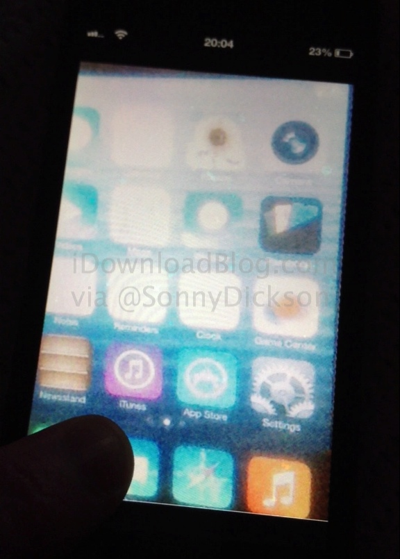 iOS 7 Home screen leak_wm