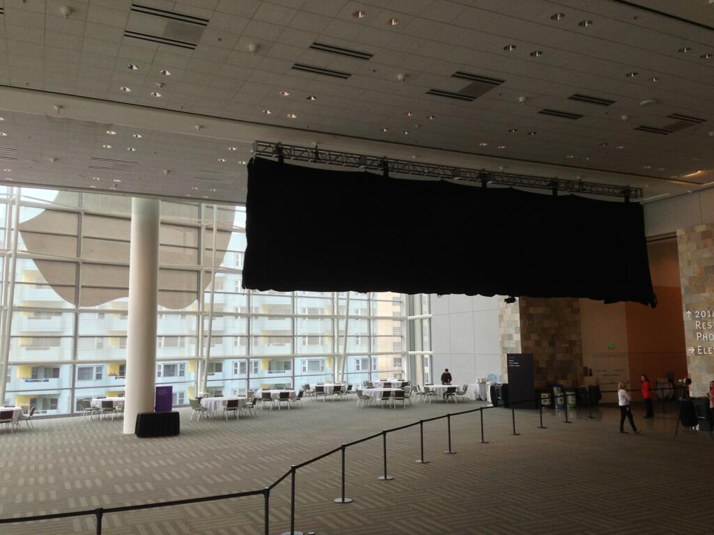 WWDC 2013 (black banner 001)