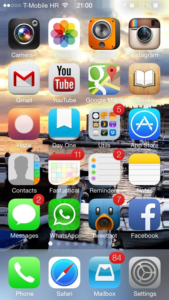 iOS 7 Wallpapers (Panoramic on Home screen 001)