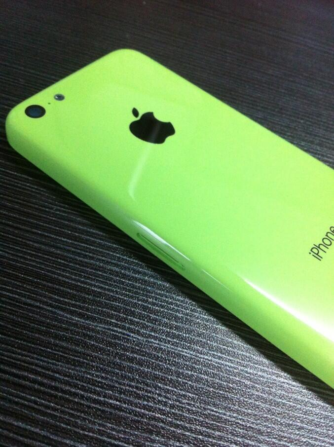 Budget iPhone (green, Sonny Dickson 004)