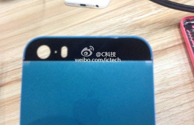Blue iPhone 5S backplate closeup (Sina Weibo 001)