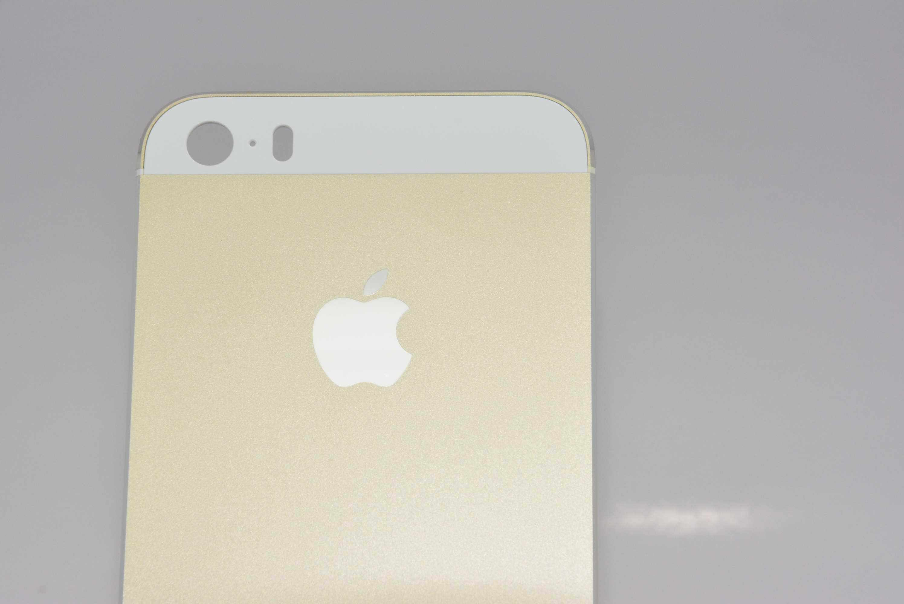 Gold iPhone 5S (Sonny Dickson 009)