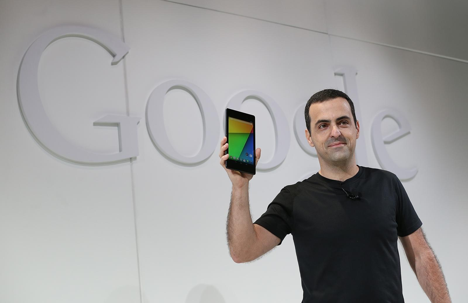 Hugo Barra (holds second-gen Nexus 7)