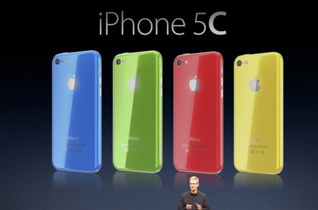 Tim Cook unveils iPhone 5C (Martin Hajek 002)