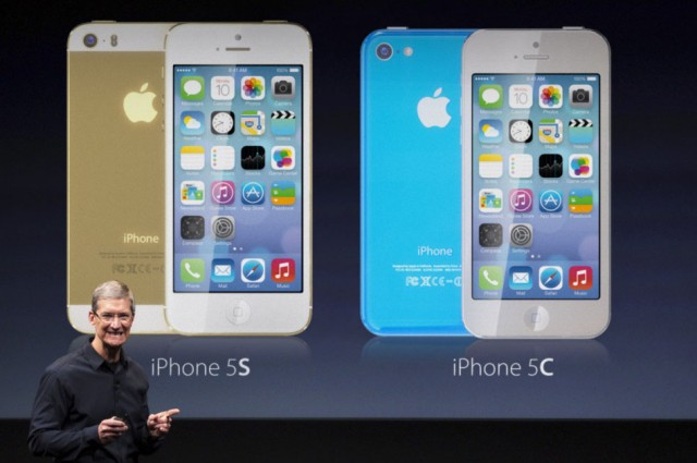 iPhone 5C introduction (Martin Hajek 001)