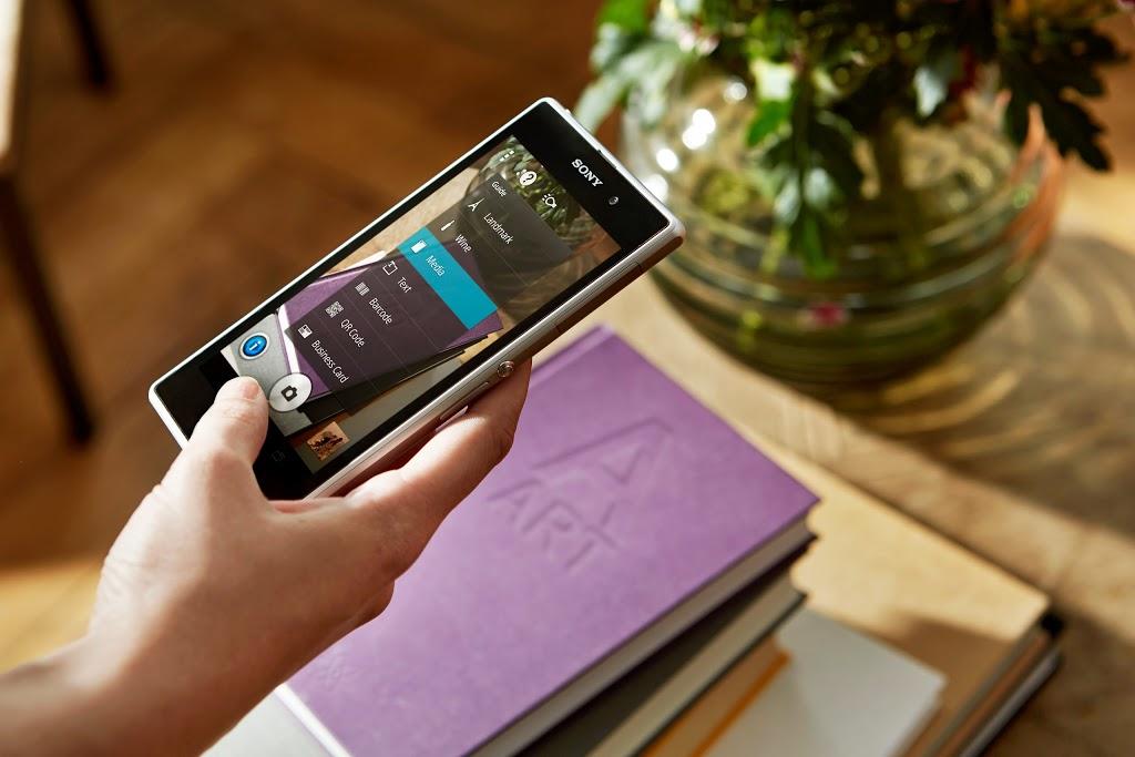 Sony Xperia Z1 (lifestyle 001)