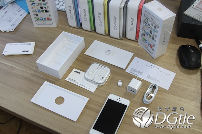 iPhone 5s unboxing (image 001)