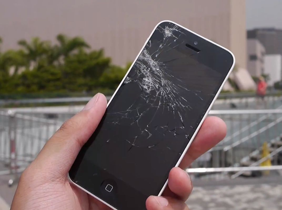 iPhone 5s (white, smashed screen)