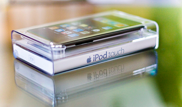 iPod touch 5G box (Flickr user by emilykiel)