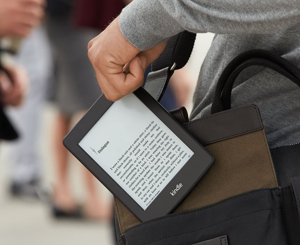 Amazon Kindle Paperwhite (lifestyle 001)
