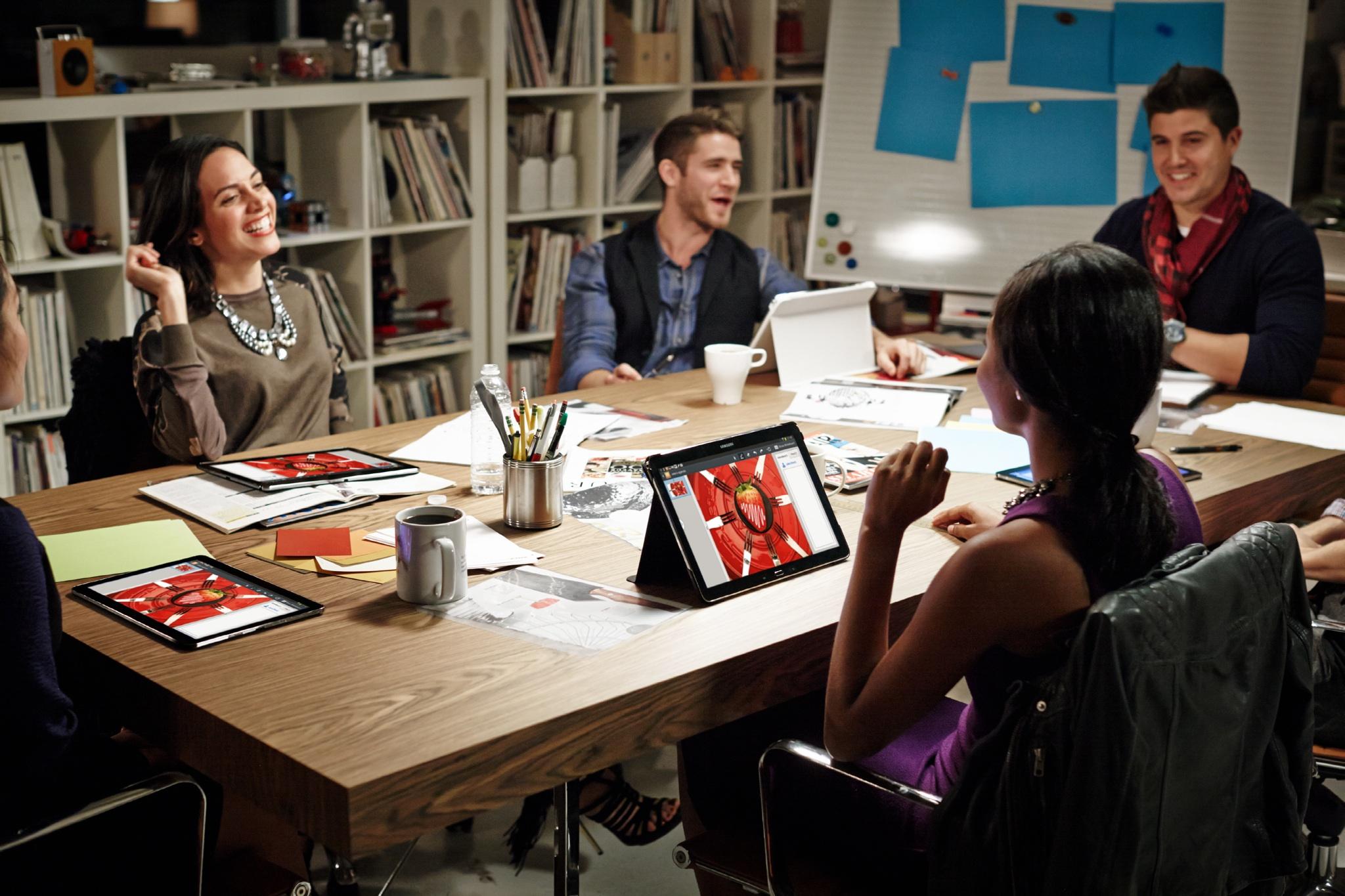Samsung Galaxy TabPro (12.2-inch, lifestyle 002)