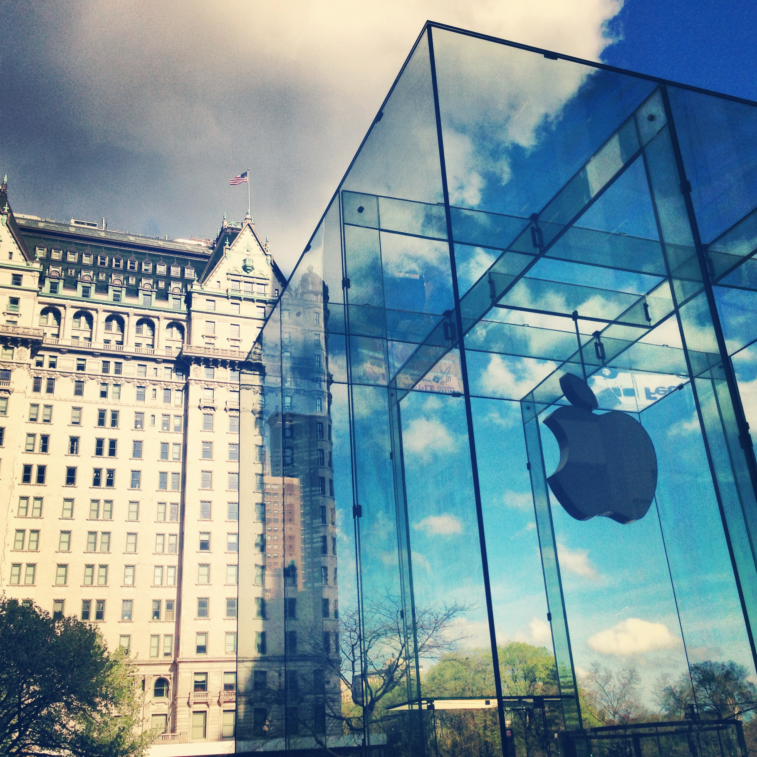 apple-store-entrance-fifth-5th-ave-avenue-christopher-penido