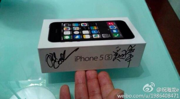 iPhone 5s (Tim Cook autograph)