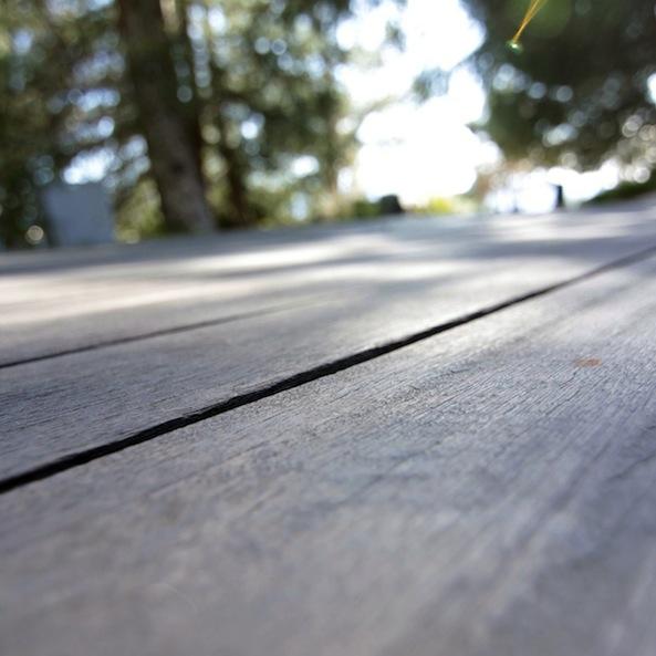 apple_wallpaper_picnic-table-nature_ipad_retina_preview