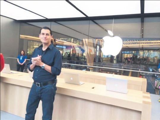 Apple Stores (Istanbul, Turkey, Steve Cano)