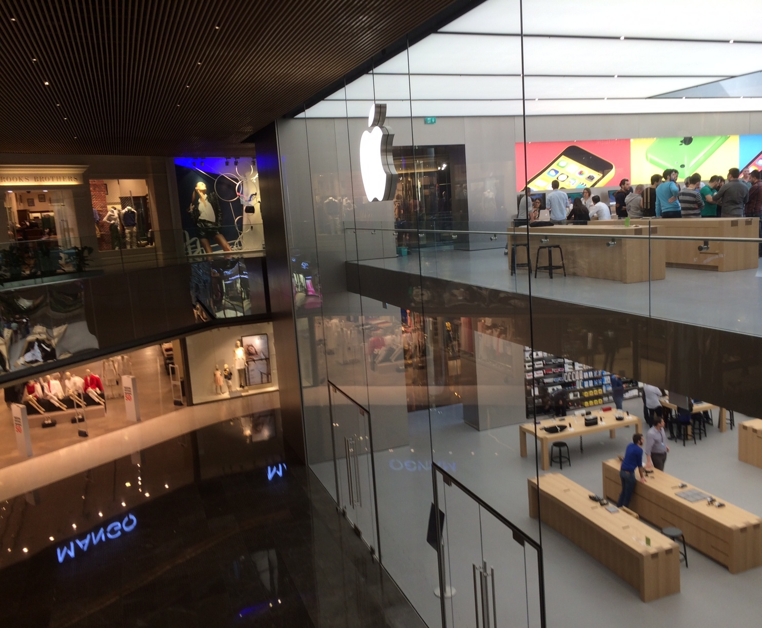 Apple Stores (Istanbul, Turkey, image 001, interior)