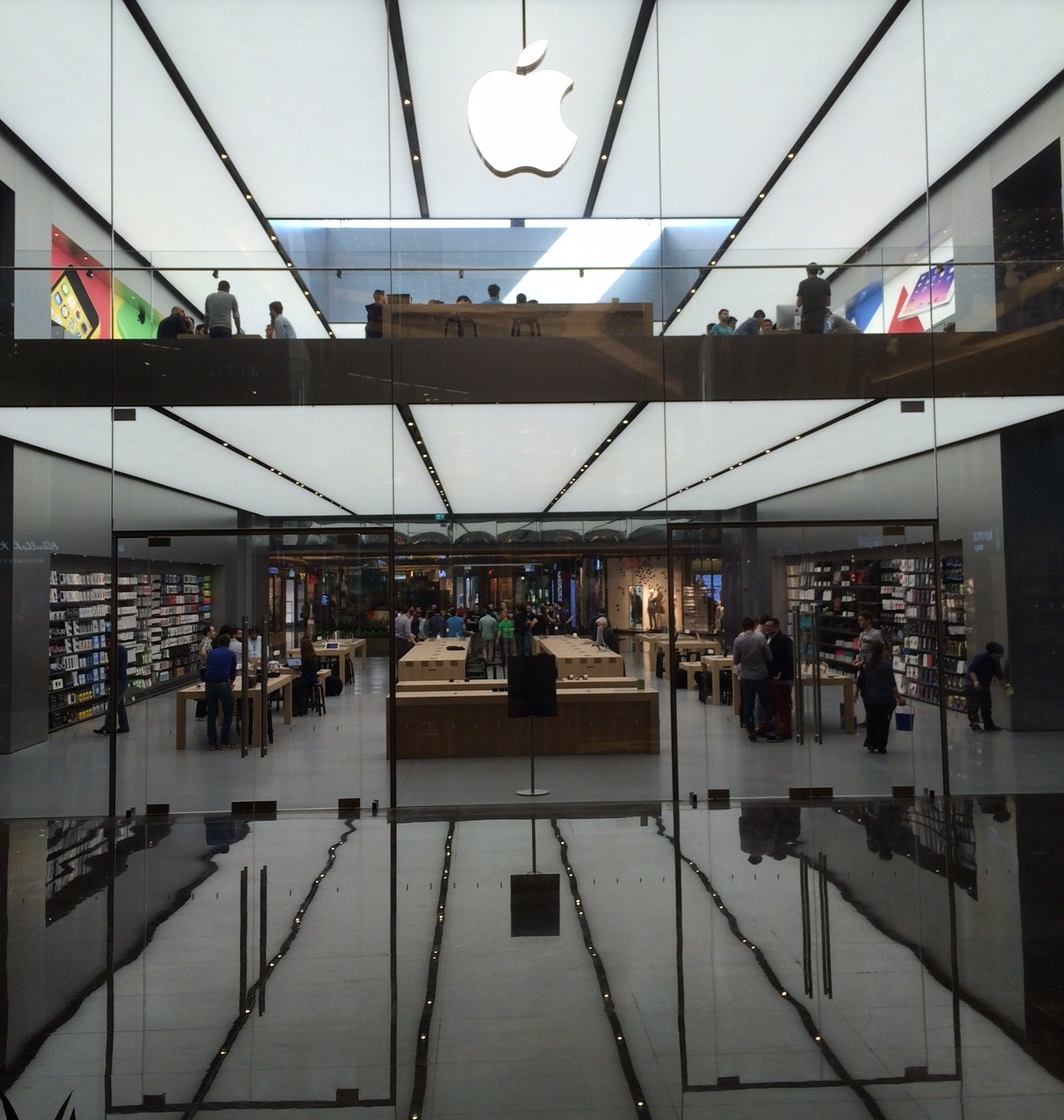 Apple Stores (Istanbul, Turkey, image 002, interior)