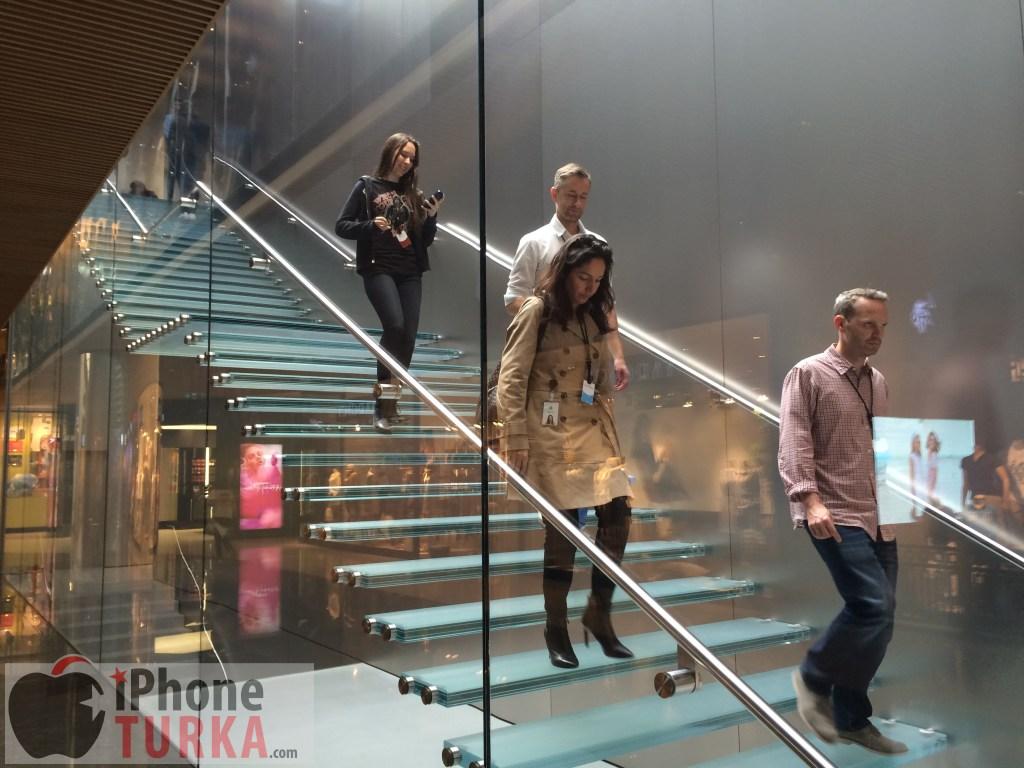 Apple Stores (Istanbul, Turkey, image 004, interior)