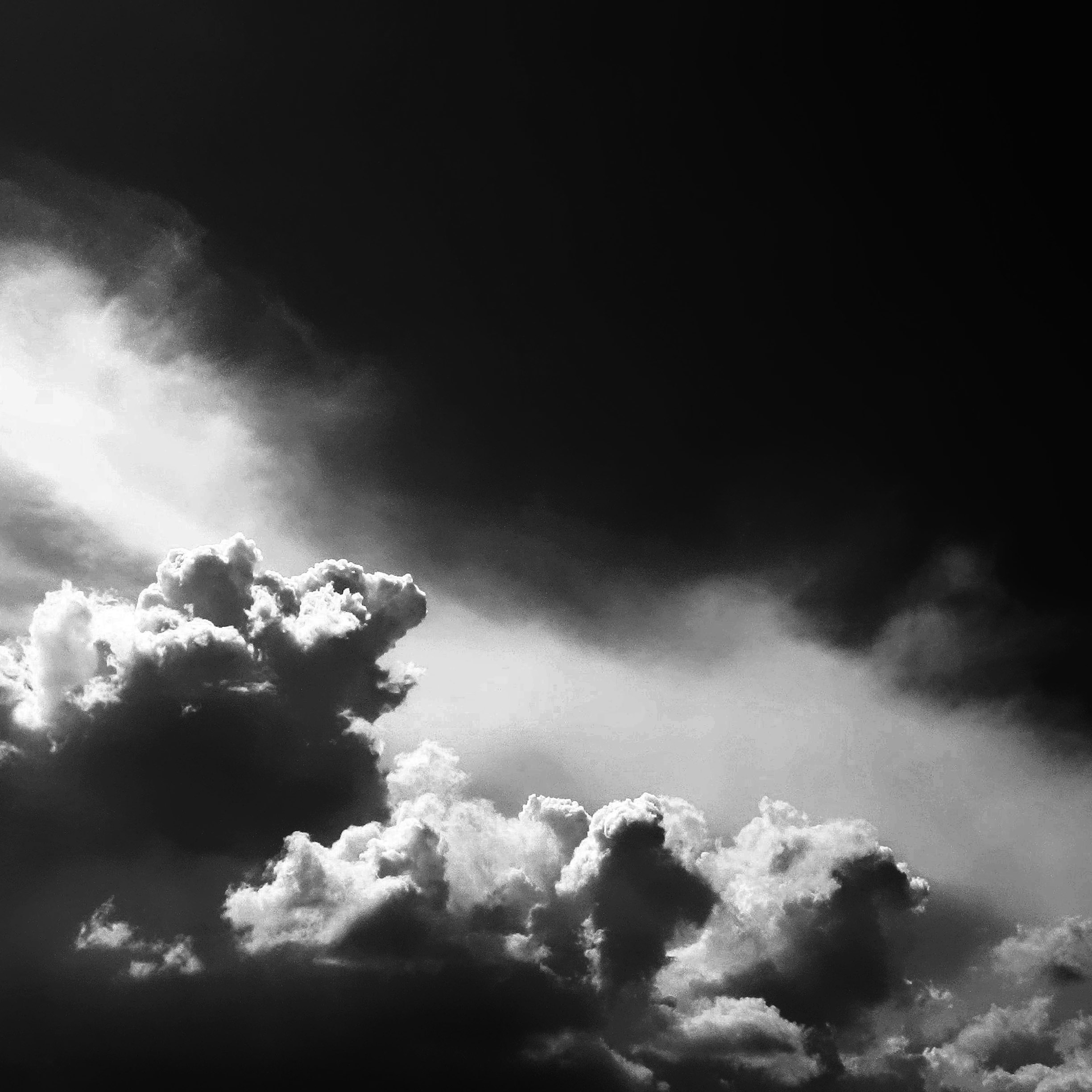 apple_wallpaper_black-sky-dream_ipad_retina_parallax