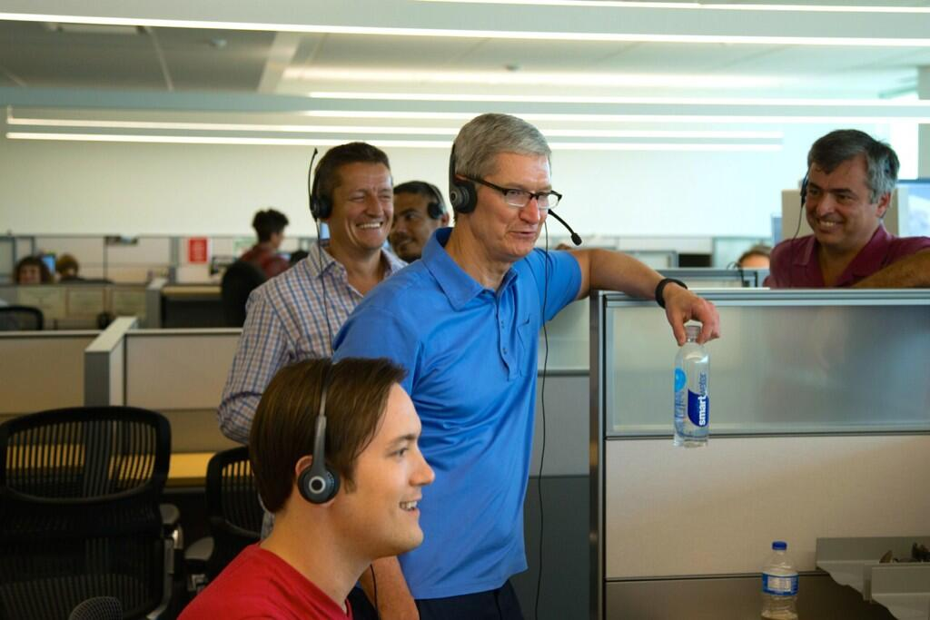 Tim Cook (Texas campus, AppleCare staff).jpeg