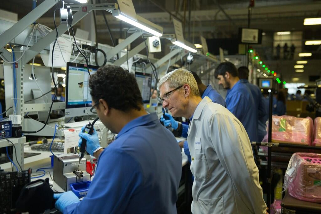 Tim Cook (Texas plant tour)
