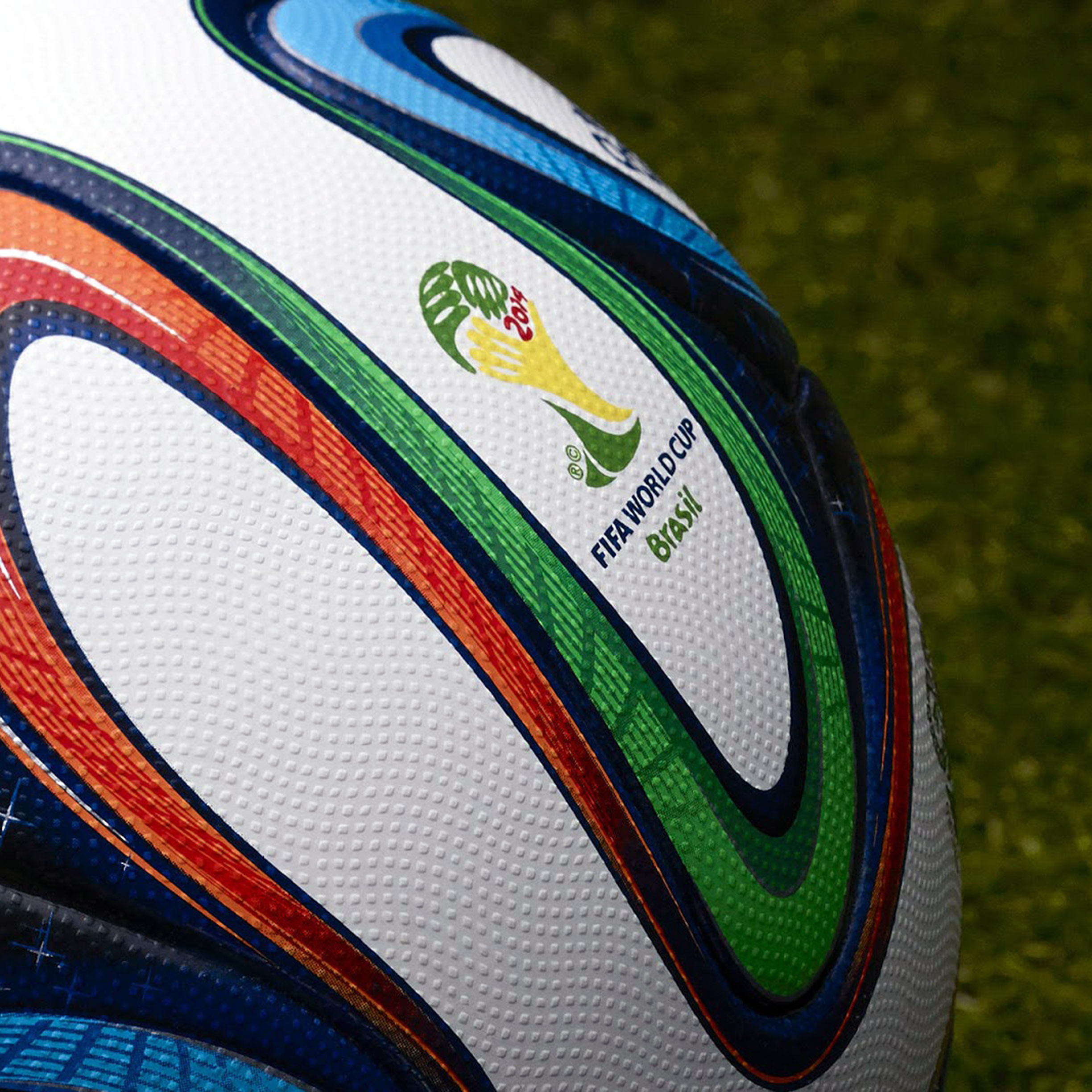 apple_wallpaper_fifa-worldcup-brazil-ball-brazuca-_ipad_retina_parallax