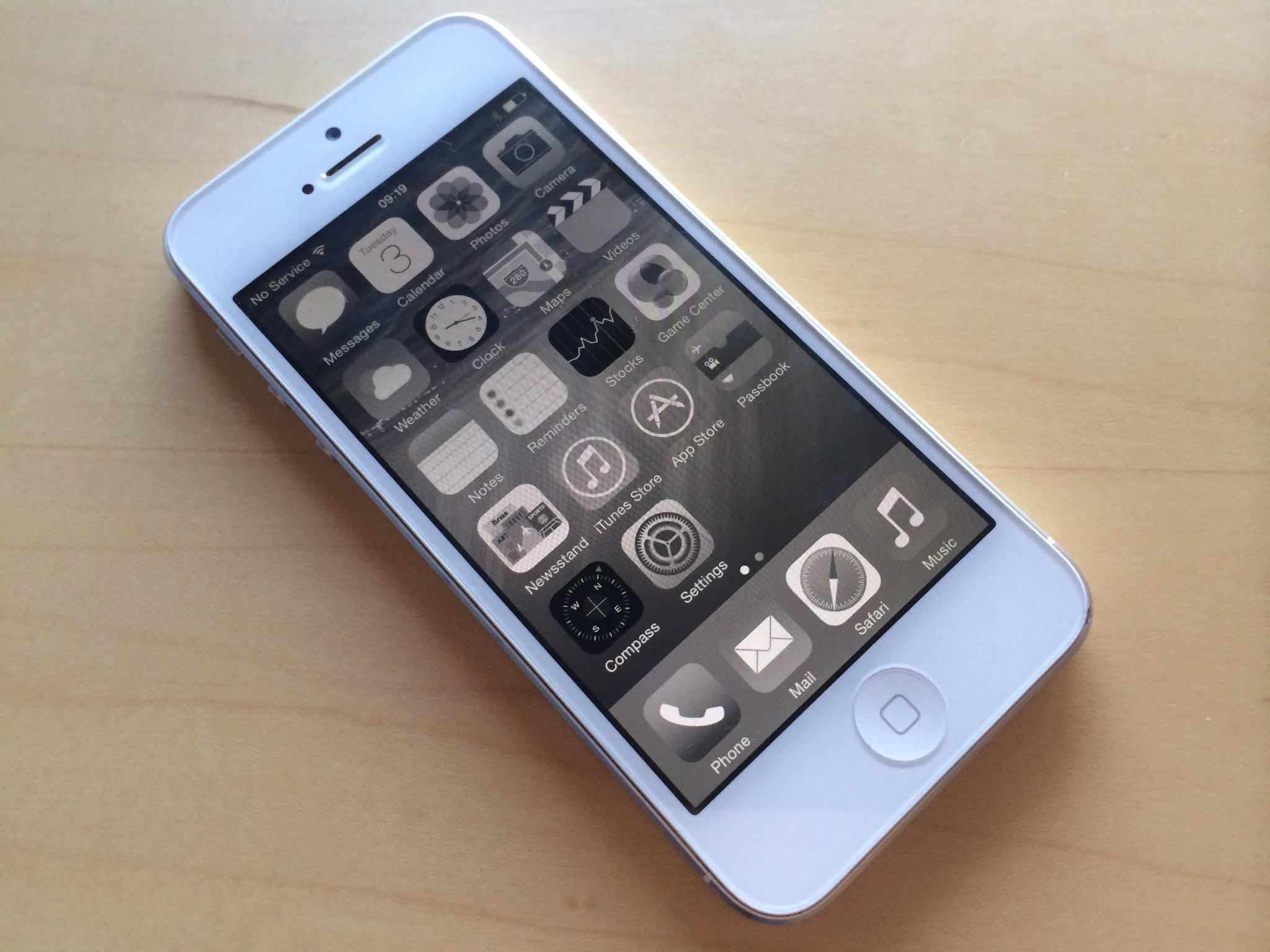iOS 8 (Accessibility, Grayscale 001)