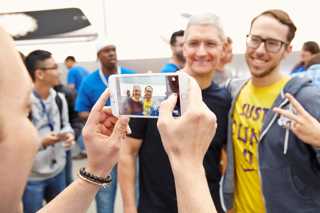 Tim Cook (iPhone 6 launch, Palo Alto Apple Store)
