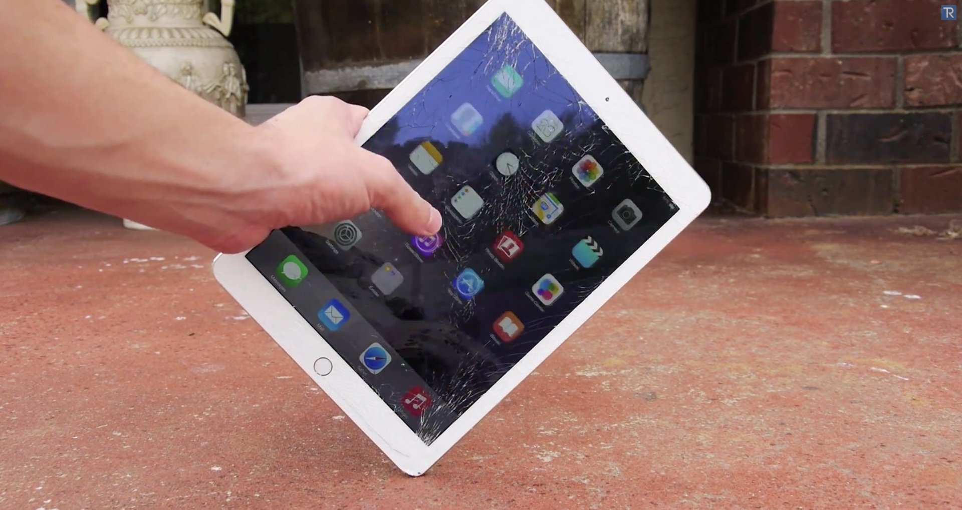 iPad Air 2 (drop test 001)
