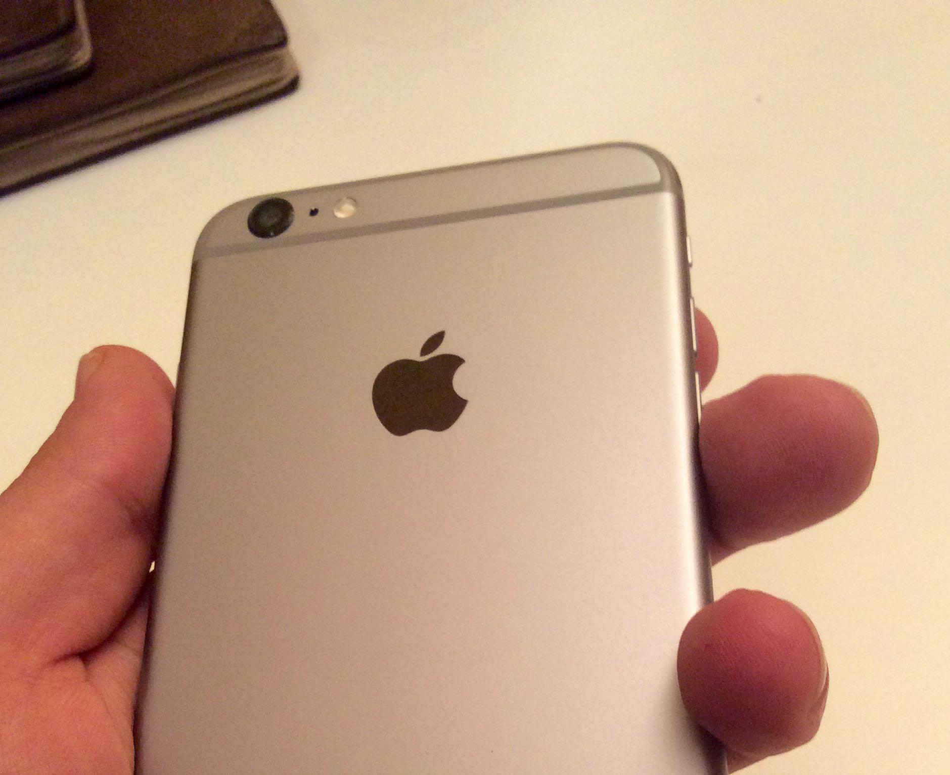 iPhone 6 Plus (hand 001)