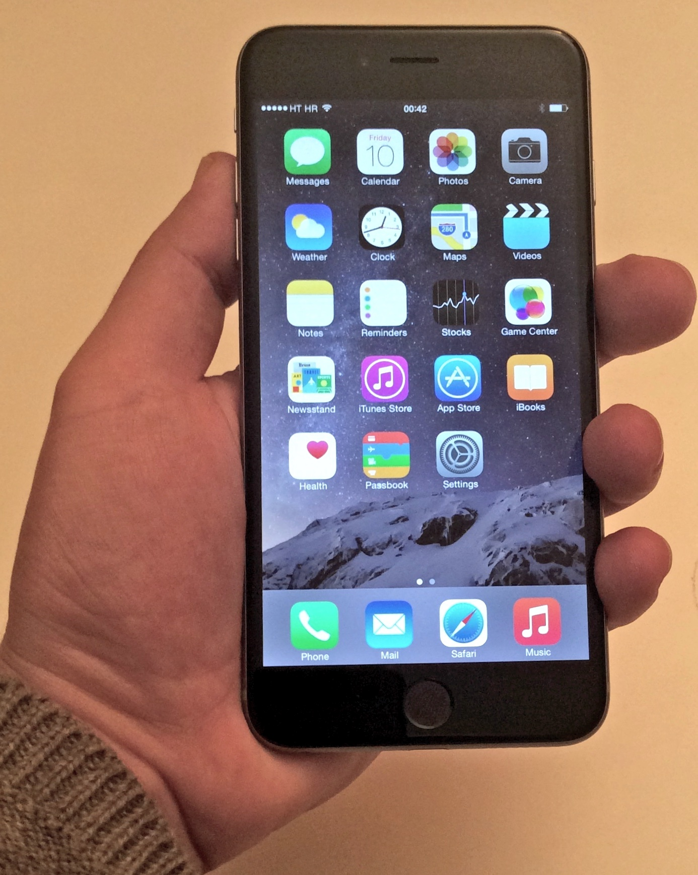 iPhone 6 Plus (in hand 002)