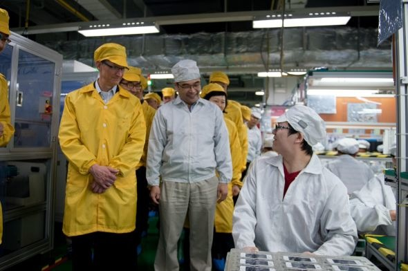 tim-cook-visiting-foxconn