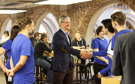 Tim Cook visits Covent Garden Apple store